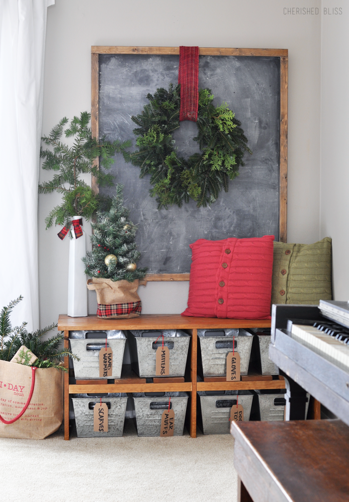 Christmas-Entryway-700×1006