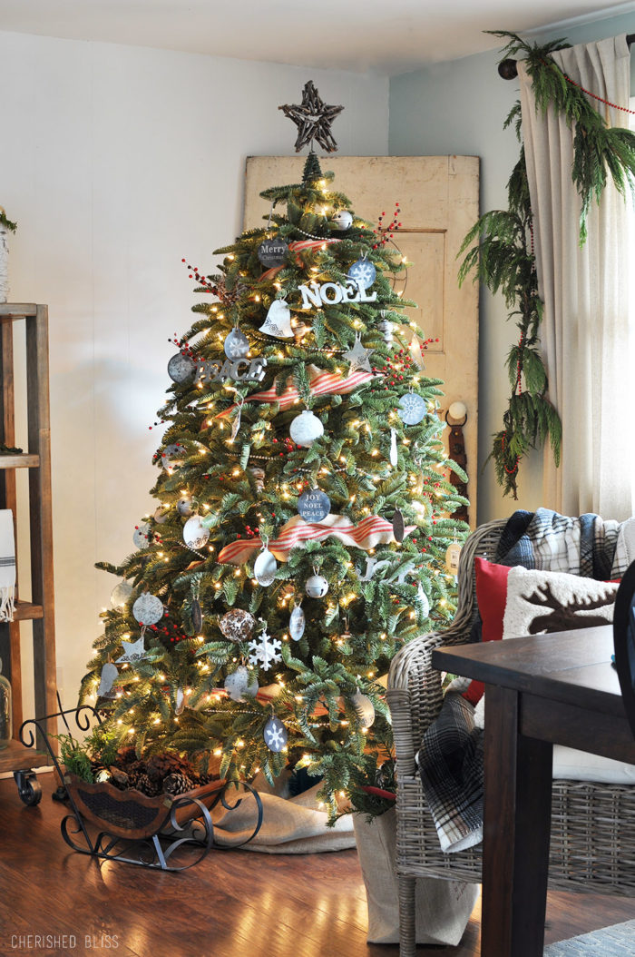 Dining-Room-Christmas-Tree-700×1054