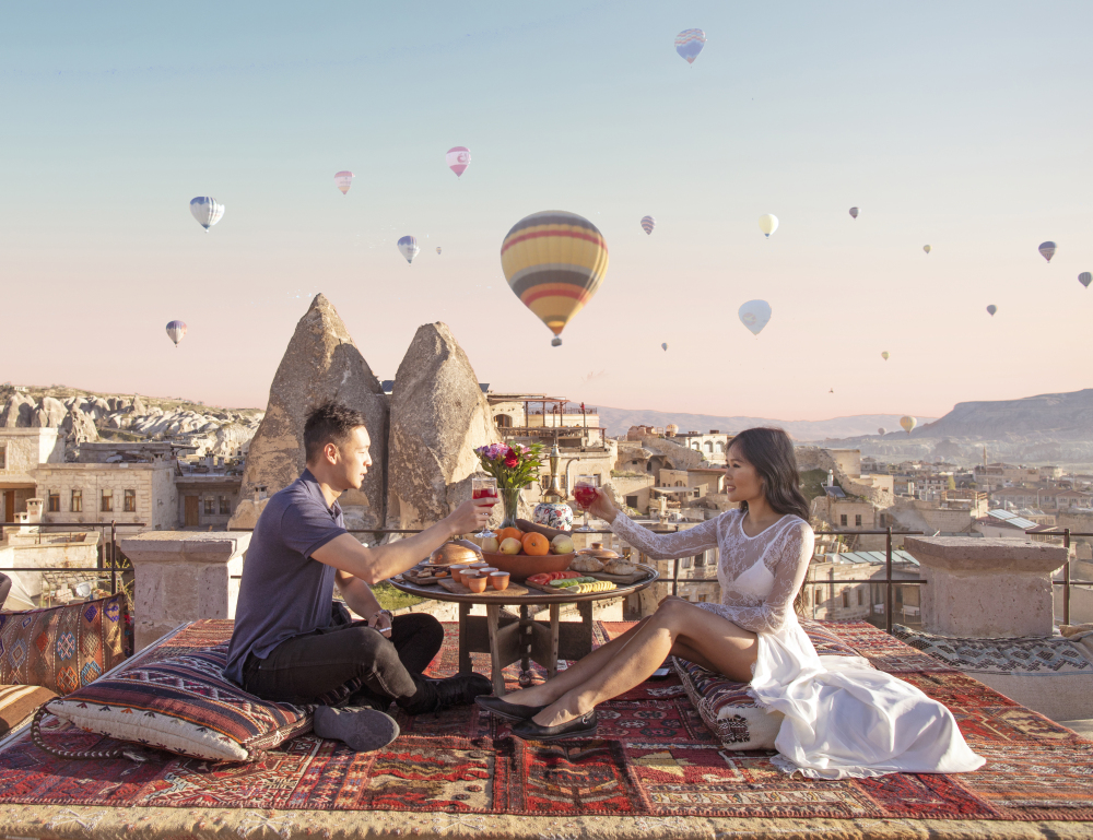 goreme-turkey-cappadocia-hot-air-balloons