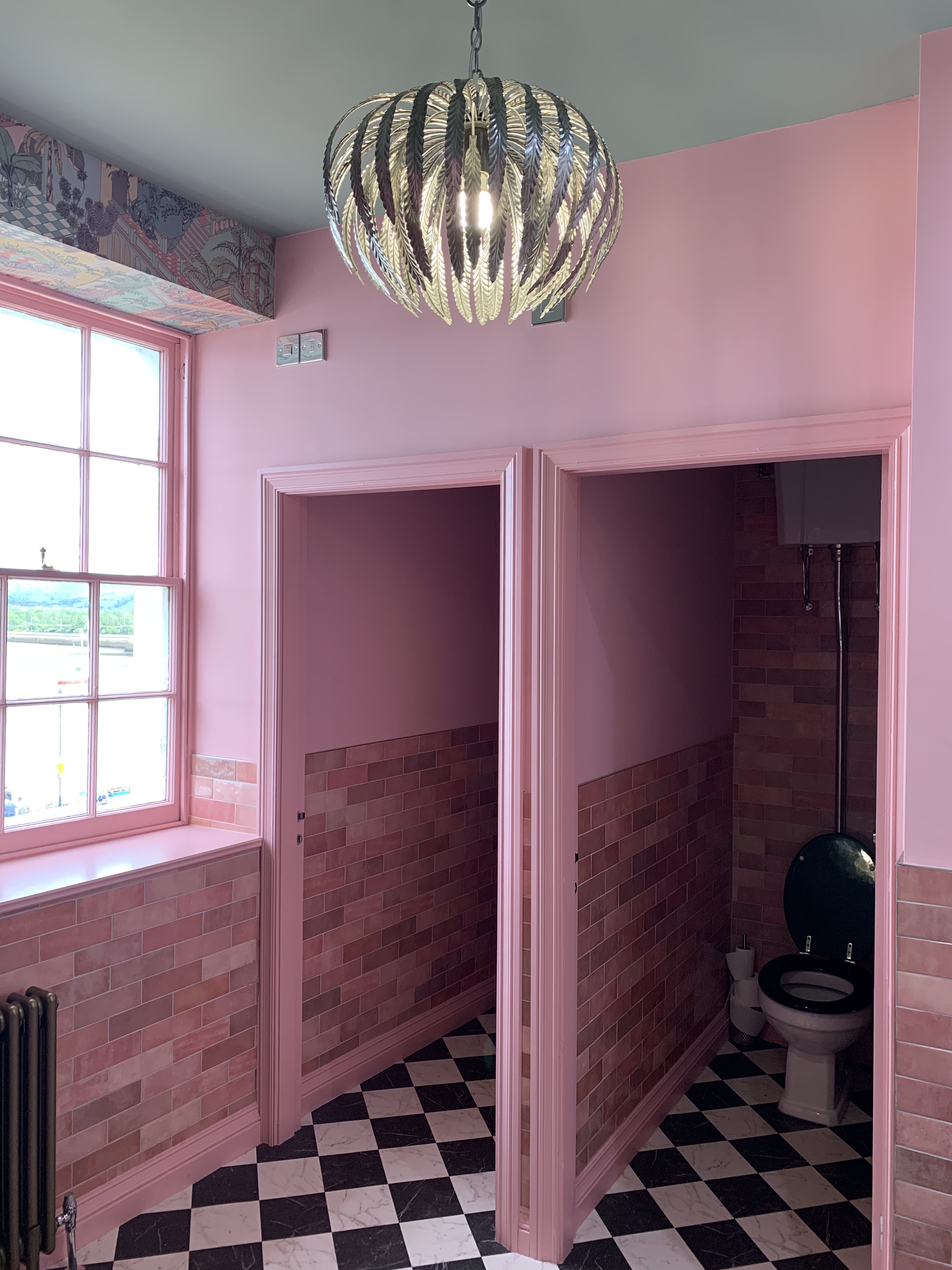 Pink-toilets-instagram-upstairs-at-annas-marble